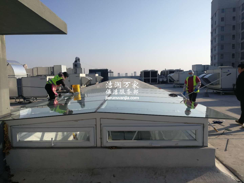 玻璃天窗之内外清洁
