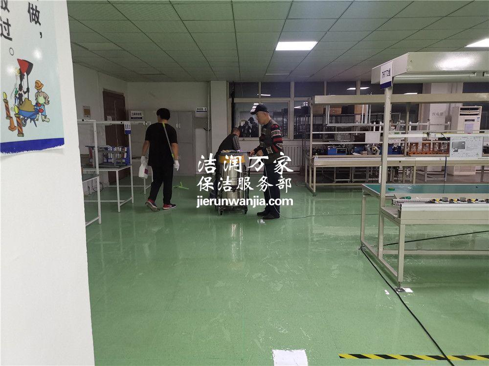 城阳区某企业1000平米地胶清洗打蜡