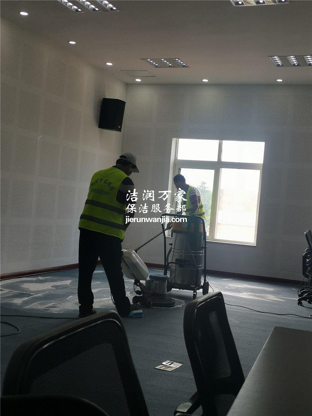 青岛文泰商学院的地毯清洗和座椅清洗
